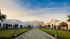 taj-falaknuma-palace-courtyard